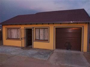2 beautiful and neat bedroom house for rental in Soshanguve Block FF