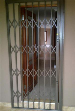 Slam-lock steel security gates