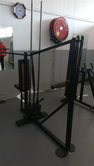Old shoulder press machine