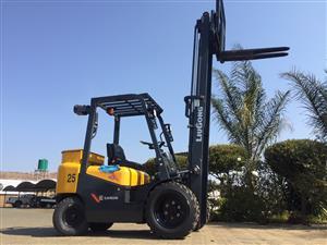 Lui Gong 2.5 ton diesel Semi-Rough Forklift for sale