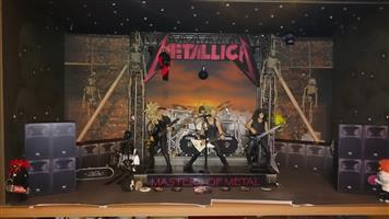 METALLICA FIGURINES & DVD/CD COLLECTION