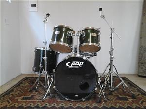 Pearl 5 pce drum kit. NO CYMBALS!
