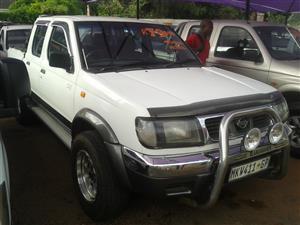 2000 Nissan Hardbody 3.3i V6 double cab 4x4 SEL