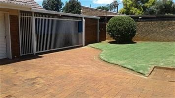 4 Bed House to rent in Huppelong Cresent, Montana for R 13 050.