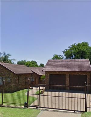 Low Maintenance home - Centrally Located - Rooihuiskraal, Centurion