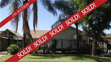 Spacious house in Booysens to be sold on auction is ON SHOW 24 November 2:00pm- 4:00pm!