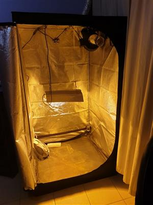 Grow Tent for sale - full kit - only used for one grow