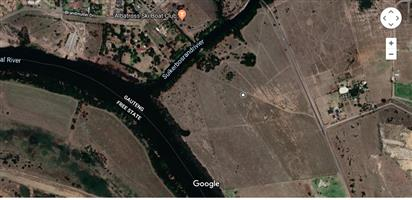 40Ha Land in farming are and river estate communities for sale under neg R20m