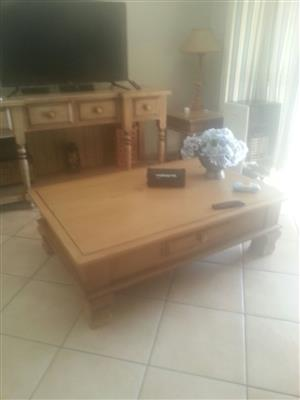 Large Weatherley's coffee table, beige