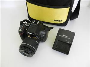 NIKON D5200 24MP AF-P 18-55 Lens 32GB SD Card and Bag