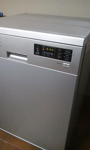 LG 14 place setting dishwasher in very good condition