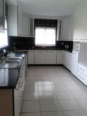 NEAT 3 BEDROOM HOUSE/GET AWAY PLACE IN STANFORD - CLOSE TO HERMANUS
