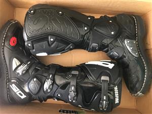 Crossfire off-road bike boots