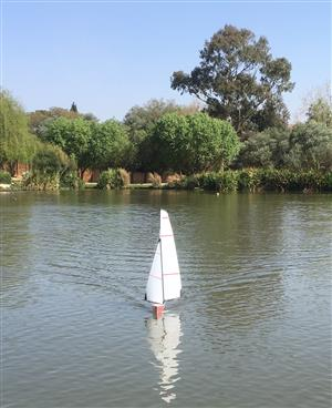 RC Boat Dragonforce 65 racing yacht complete | Junk Mail
