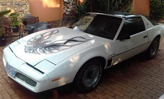 1983 Pontiac Trans Am   5,7l    5 speed manual