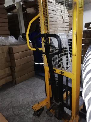 1500kg Manual Stacker
