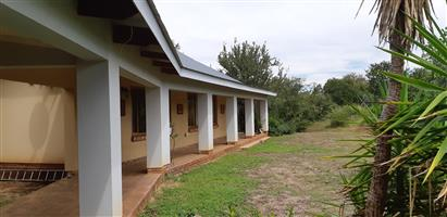 cottage to rent on a game farm