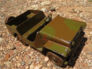 Army / military/ jeep / 1980s / heavy steel / collectable / kids' toy / defence force / metal / unbreakable