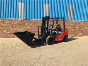 Toyota 8 series 2.5 ton diesel with Dirker bucket rough terrain forklift for sale
