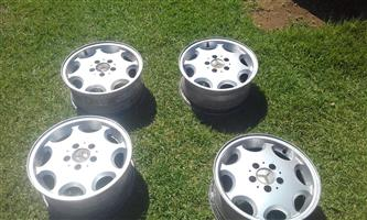 Benz rims 16 inch *4