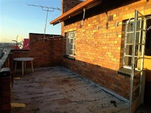 Germiston Central open plan bachelor flat to rent for R2500