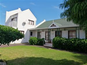 Kleinmond, close to Hermanus - Holiday or Permanent House. Surrounded by mountains and sea.