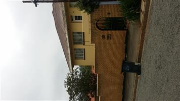 Outside room to rent in Parktown