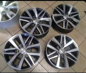 Toyota hilux/fortuner 18 inch set of mags