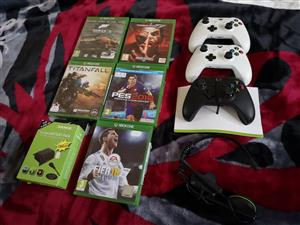 Xbox one white controler R750 new  Xbox one black wireless remote R700 new  Xbox one play and charge kit rechargeable battery pack R200 set  Xbox one wireless headset R250 For online   Fifa 18 R700 Tekken 7 R500 Forza 5 R300 Titanfall R300 Pes 2018