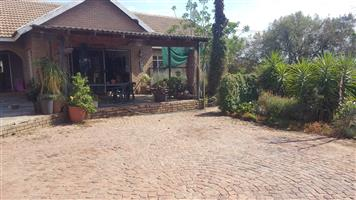 2 Rooms available in 4 bedroom house