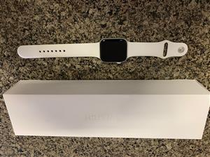 Apple Watch Series 4 44mm White and silver