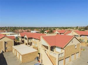 MALL LIFESTYLE !!!  Convenience, modernity, upmarket complex literally 10m from mall. 2bd,2grg,gdn+parking bays,clubhouse, pool etc!