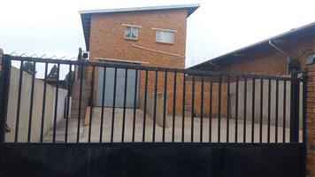 Bachelors Flat To Rent in Brakpan Central
