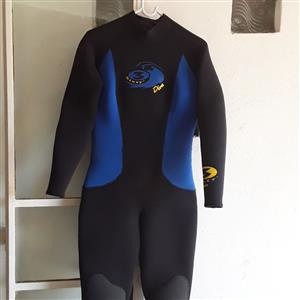 Ladies 360 wetsuit size 4