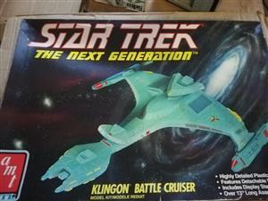 AMT - Star Trek The Next Generation - Klingon Battle Cruiser - Scale Model Kit