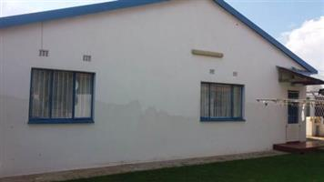 Diepkloof 3bedrooms, bath, kitchen, lounge, Rental R4000 PRE-PAID ELECTRICITY No outside rooms, no subletting 700