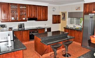 Fully Furnished 4 Bedroom House in Camellia street, Murrayfield.