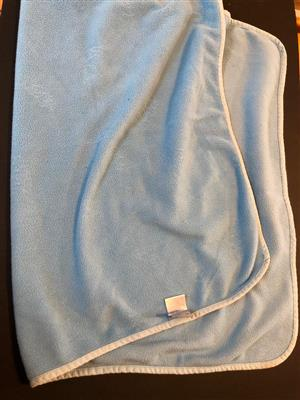 Fleecy Rogz Pet blanket - 60 x 80cm - in pastel blue - add some warmth during the cold Winter nights