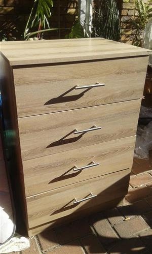Light wooden chest of drawers
