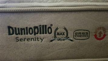 King size bed dunilopillo new