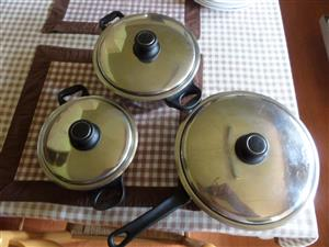 COOKING POTS AND COOKING PAN