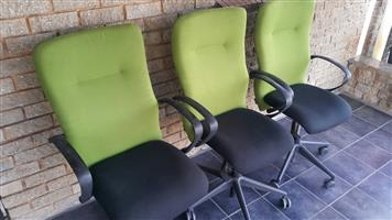 Lime/black swivel chair