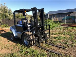 Forklift - 2.5 Ton Semi Rough Terrain