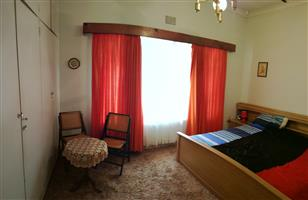 Spacious furnished room with private bathroom and lounge to let in big house with nice view in Mondeor