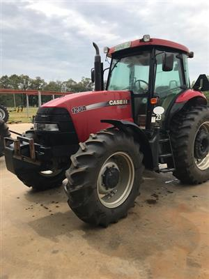 Case FarmAll 125 Tractor - ON AUCTION
