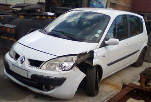 Renault Scenic LHS Front Quarter Section
