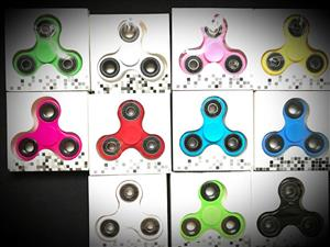 WHOLESALE Fidget Spinners R15 ALL COLOURS
