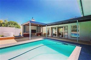 Family Home for Entertainment in upmarket Paarl neighbourhood