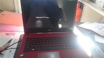 Acer Aspire Es 1-420 laptop.