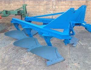 S3132 Blue Soilmaster 3 Furrow Beam Plough / 3 Skaar Balk Ploeg Pre-Owned Implement